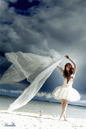 Анимация Девушка в белом платье с развевающейся тканью, by Vanilla