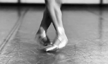 Анимация Танцующие ножки балерины в пуантах