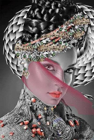 Анимация Красивая девушка с украшением на голове, с розовой вуалью на лице и скользящей возле головы чешуйчатой змеей