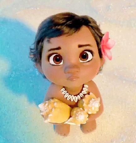 Анимация Персонаж одноименного мультфильма бесстрашная Моана / Moana, дочь вождя маленького племени держит в руках морские ракушки и смотрит вверх