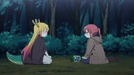 Анимация Тору / Toru и Кобаяши / Kobayashi из аниме Дракон-горничная Кобаяши / Kobayashi-san Chi no Maid Dragon любуются салютом