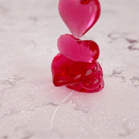 Анимация Падающие розовые сердечки