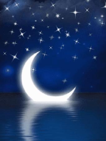 Анимация Полумесяц плывет по воде, в небе мерцают звезды