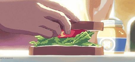 Анимация Мужские руки делают сэндвич
