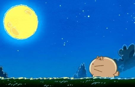 Анимация Пуфик ночью на улице смотрит на луну, а на ней проявляется лицо Моэ Сато, кадр из аниме Хроники Пуфика