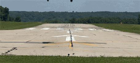 Анимация Самолет пытается сесть на полосу