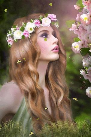 Анимация Девушка в венке из цветов в окружении порхающих бабочек