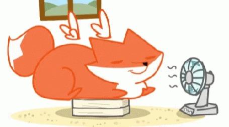 Анимация Лис с крыльями лежит перед вентилятором