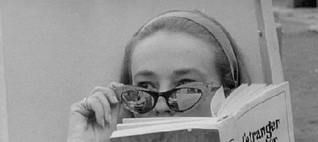 Анимация Актриса Jeanne Moreau / Жанна Моро прячет глаза за солнцезащитными очками
