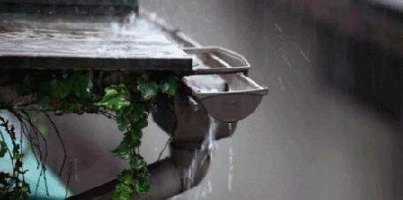 Анимация Сильный дождь капает на крышу