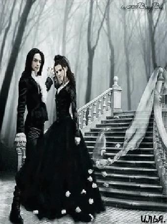 Анимация Двое влюбленных, одетые в черную одежду танцуют вальс на фоне лестничного пролета и леса