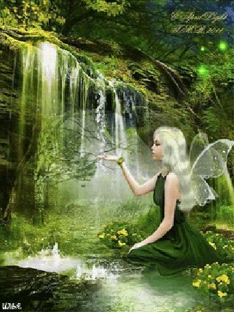 Анимация Фея сидит на цветочной поляне возле лесного родника, подставив ладонь под струи воды