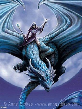 Анимация Волшебница с волшебным скипетром и стеклянным шаром в руках летит верхом на драконе, на фоне полной луны. Картинка автора Anne Stokes