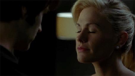Анимация Sookie Stackhouse / Соки Стакхаус целуется с Bill Compton / Биллом Комптоном, герои телесериала True Blood / Настоящая кровь