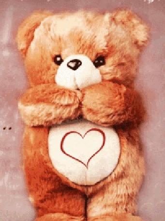 Анимация Плюшевый медвежонок с нарисованным сердечком на животе