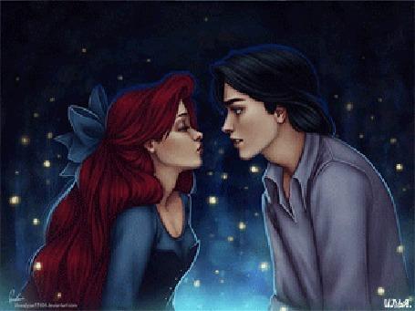 Анимация Принц Эрик и Ариэль из мультфильма Русалочка / The Little Mermaid тянутся друг к другу для поцелуя на фоне летающих светлячков