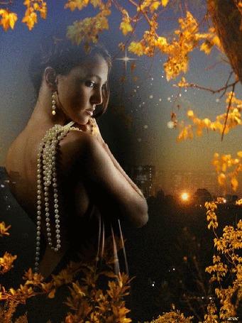 Анимация Девушка в платье с открытой спиной, с жемчужными серьгами и бусами, под осенним кленом на фоне вечернего города