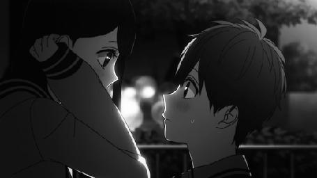 Анимация Misaki Takasaki / Мисаки Такасаки целует Yukari Nejima / Юкари Нэджиму, персонажи из аниме Koi to Uso / Любовь и ложь