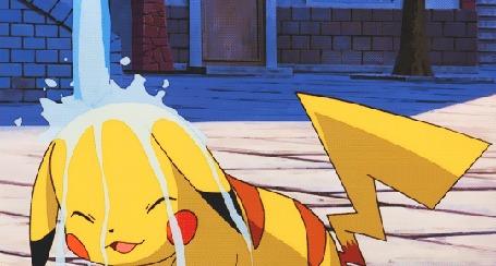 Анимация Пикачу / Pikachu из аниме Покемон / Pokemon подставил голову под струю воды