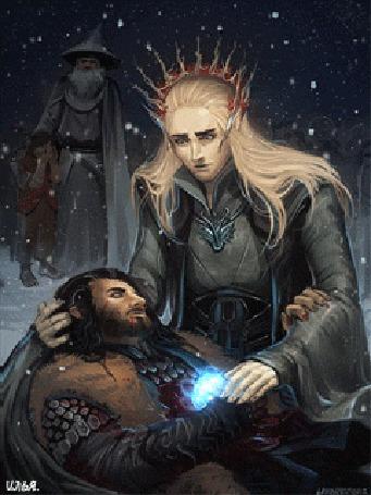 Анимация Трандуил при помощи своей магии пытается вылечить истекающего кровью раненого Торина, позади стоят Гэндальф с Бильбо Бэггинсом, закрывающим лицо руками, идет снег, арт по мотивам кинотрилогии Хоббит / The Hobbit