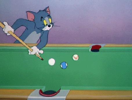 Анимация Том из мультфильма Tom and Jerry / Том и Джерри передвигает лунку на бильярдном столе