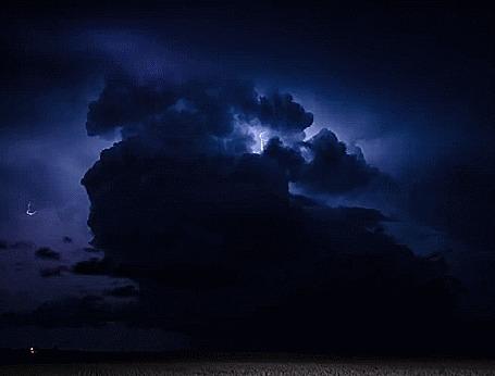 Анимация Раскаты грома и молнии в ночном небе