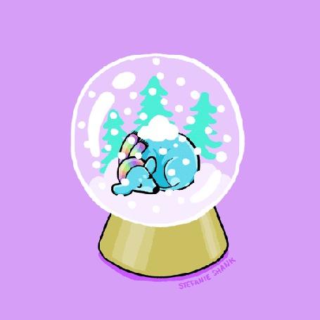 Анимация Спящая голубая такса в радужном шарфе под падающим снегом в стеклянном шаре на розовом фоне
