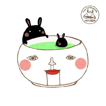 Анимация В чашке с изображением человеческого лица плавает черный кролик, за ним наблюдает его родитель, работа Yoyo The Ricecorpse