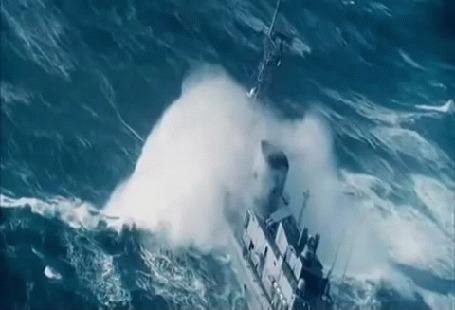 Анимация Корабль на море в шторм