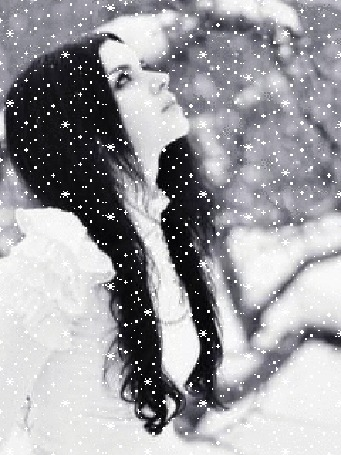 Анимация Девушка-брюнетка в белом зимой под снегопадом