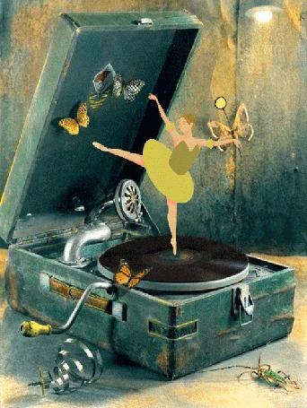 Анимация Девушка в окружении бабочек танцует на пластинке