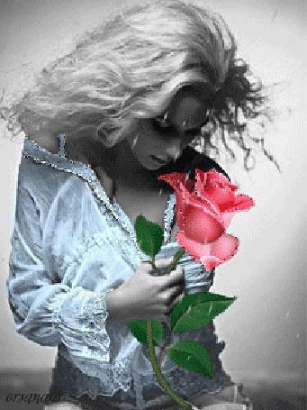Анимация Гламурная блондинка с розой в руке, by Orsalana
