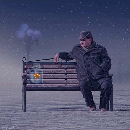 Анимация Мужчина сидит на скамейке и наблюдает за рыбкой в банке, исходник Ionut Caras