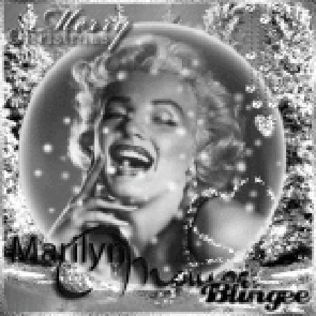 Анимация Мерилин Монро отражается в новогоднем шарике на фоне елок (Marry Christmas)