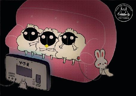 Анимация Трое овечек смотрят телевизор, сидя на диване, около которого сидит белый кролик и вяжет носок из шерсти одной из овец, by Yoyo The Ricecorpse