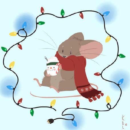 Анимация Мышка в шарфике держит чашку с напитком, а вокруг мерцает гирлянда, by KBL15