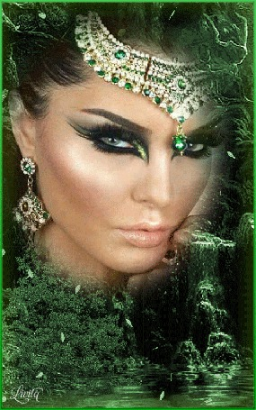 Анимация Красивая девушка с ярким макияжем с сережками и ожерельем на лбу на фоне природы