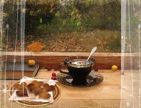 Анимация На подоконнике стоит чашка с кофе и лежат печенья в форме сердечек, за окном осенняя дождливая погода