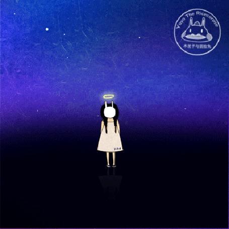 Анимация Девочка, одетая в белое платье, с маской кролика, закрывающей лицо, с нимбом над головой стоит на зеркальной поверхности на фоне космоса, by yoyothericecorpse