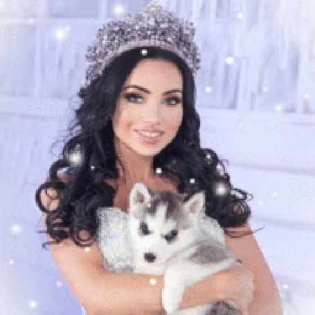 Анимация Девушка в короне с щенком в руках