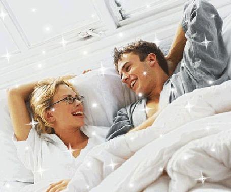 мцжчины привязали девушку к постели и трахгули