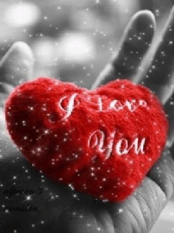 Анимация Игрушечное сердце в руке под снегом переливается цветами (I love you)
