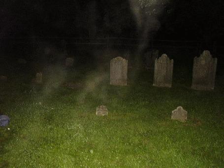 Анимация Призрак Обамы на кладбище