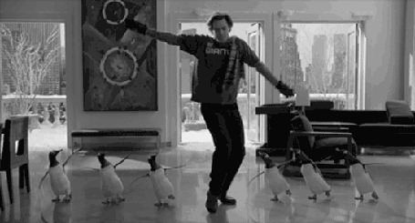 Анимация Джим Керри исполняет танец с пингвинами в квартире, фильм Mr. Poppers Penguins / Пингвины мистера Поппера