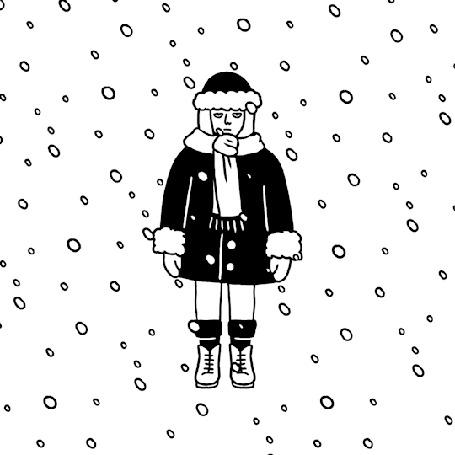 Анимация Девушка в шубе и шапке стоит под снегопадом
