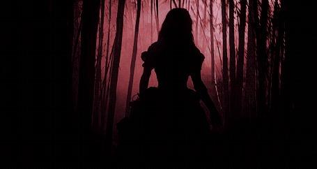 Анимация Девушка бежит по ночному лесу
