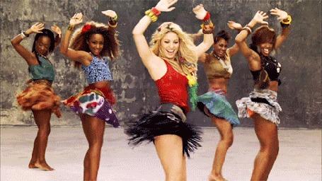 Анимация Колумбийская певица Шакира / Shakira танцует с другими девушками