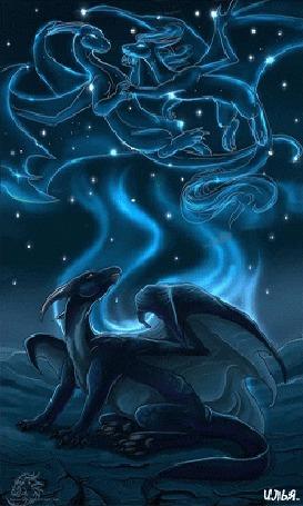 Анимация Где-то в пустынной местности, юный дракон синеватого окраса, на фоне безоблачного, ночного и звездного неба, смотрит на созвездие двух влюбленных драконов