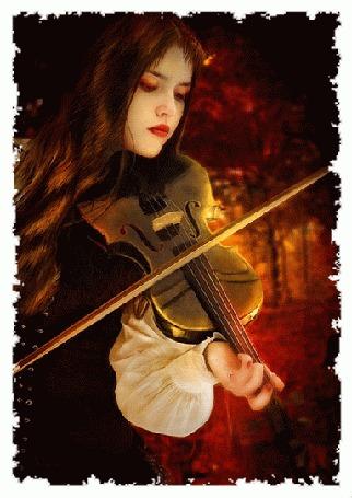 Анимация Девушка играет на скрипке на фоне листьев в огне среди осеннего леса