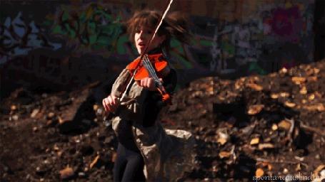 Анимация Девушка играет на скрипке